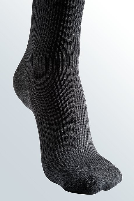 black tiptoe compression stockings for men